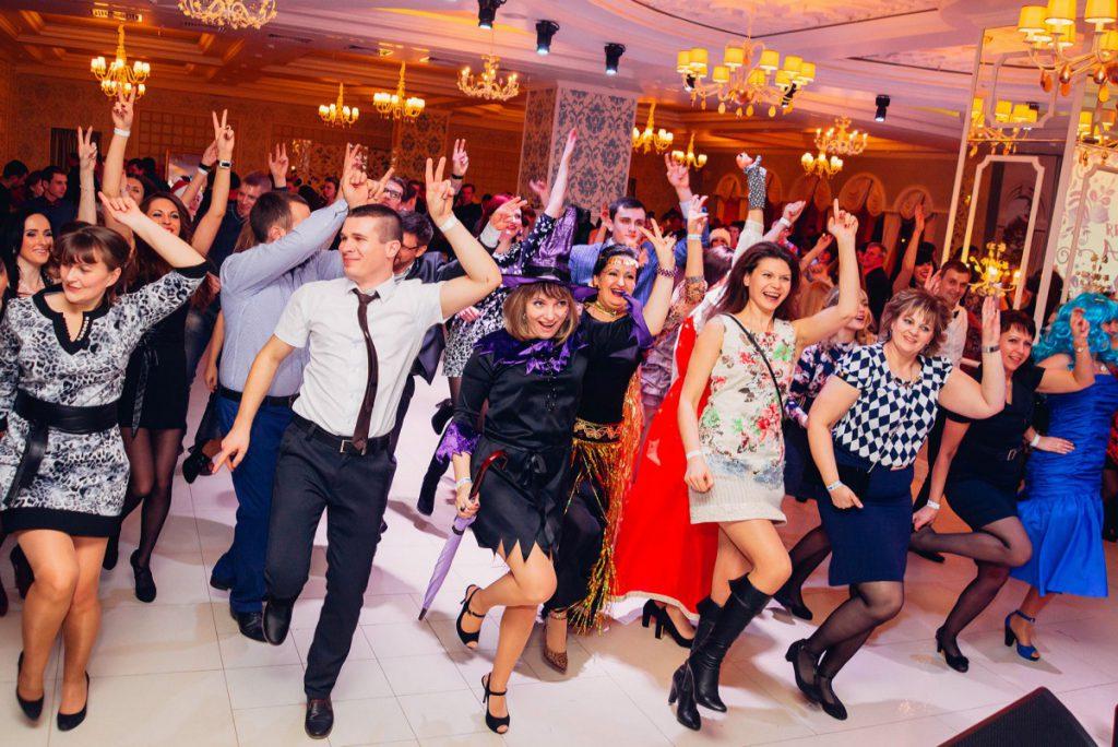 Сценарии на Новый Год 2019 смешные и современные
